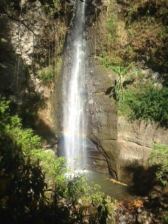 Hotel La Riviera de Atitlan: Waterfall