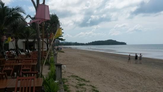Khlong Dao Beach : Left