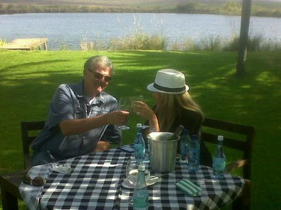 Montagu Country Hotel: Gert Lubbe toasting my friend Mart Willemse
