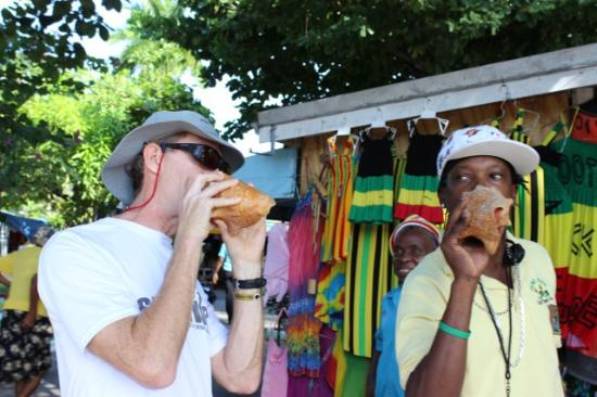 Jamaica Exquisite - Day Tours : Making music with a conch shell, now there's a sound you don't hear every day!