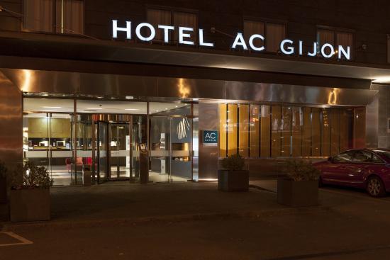 AC Hotel Gijón: Entrada primcipal