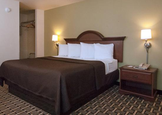 Econo Lodge Cherokee: guest room