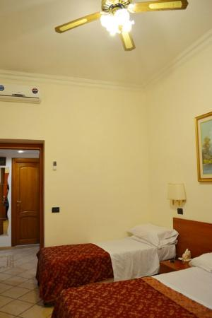 Panoramic Hostel: Habitación triple