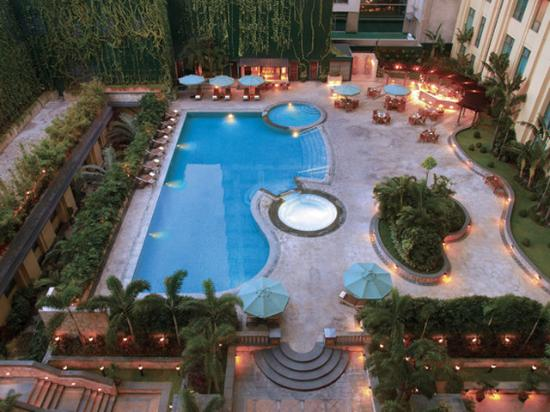 New World Manila Bay Hotel: Pool