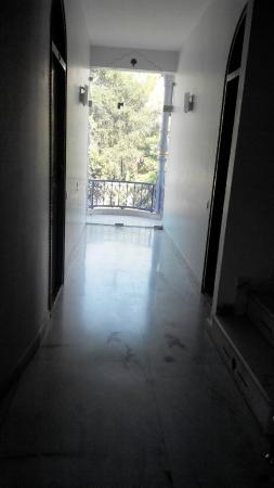 Ray of Maya Hotel: Corridor