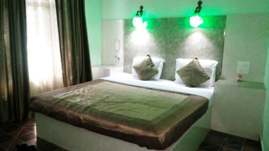 Ray of Maya Hotel: The immovable bed like Mughal erra