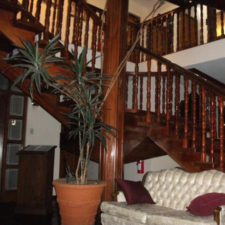 La Catalina Hotel & Suites: Wood