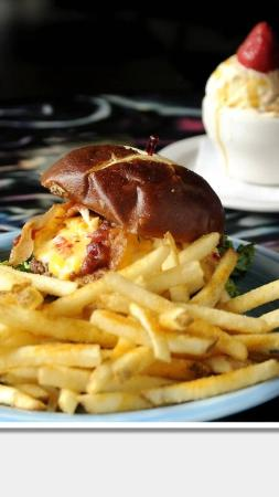 Luke's Cafe : Best cheeseburger in town!