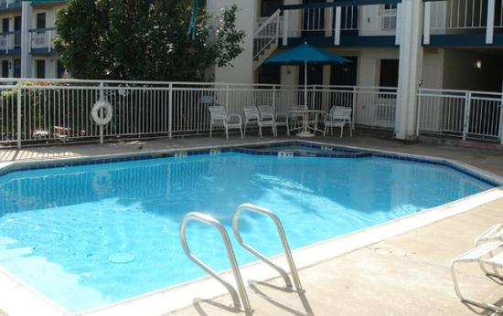 America's Inn: Pool