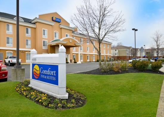 Photo of Comfort Inn & Suites Mount Laurel