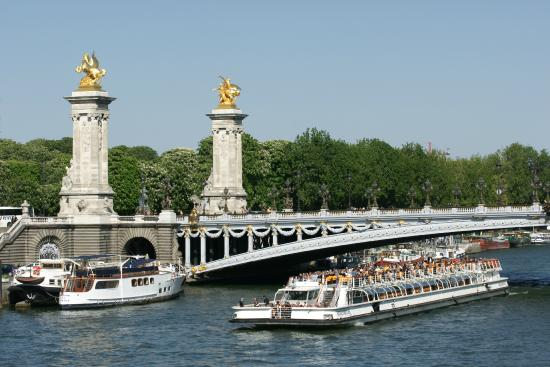 paris la seine pont alexandre iii bateau mouche photo de la seine paris tripadvisor. Black Bedroom Furniture Sets. Home Design Ideas