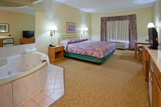 Country Inn & Suites By Carlson, Detroit Lakes: CountryInn&Suites DetroitLakes  WhirlpoolSuite