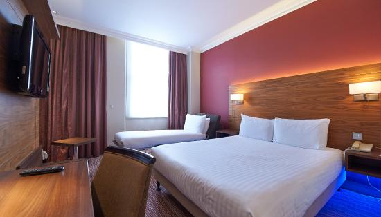 DoubleTree by Hilton Hotel London - Kensington: King Deluxe Family Room
