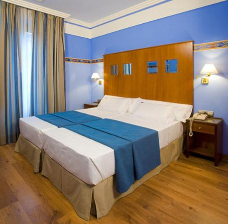‪‪Suites Gran Via 44‬: Guest Room‬