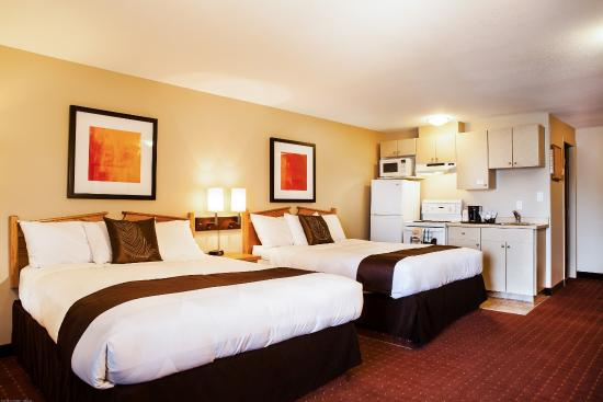 Coast Osoyoos Beach Hotel : Superior Room Two Queen Beds & Kitchen