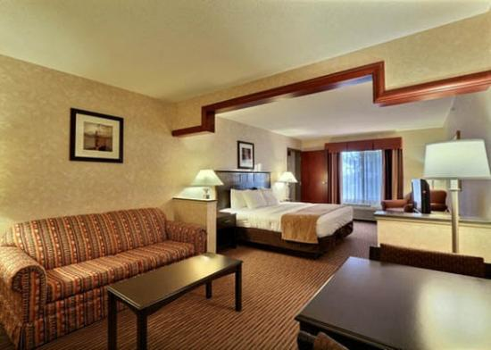 Comfort Suites Grand Rapids North: Family Suite With Separate Room