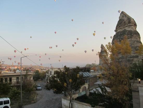 Cappadocia Stone Palace : Вид из окна утром
