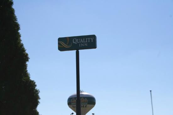 Quality Inn Dundee : Road Sign