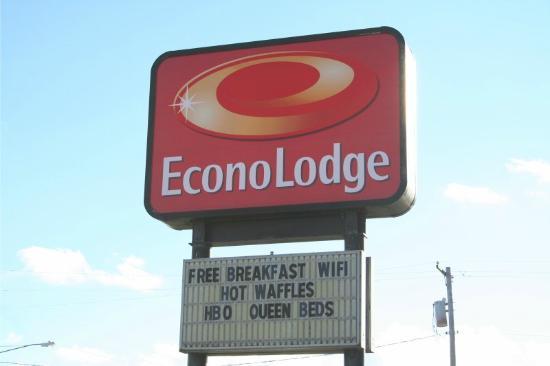 Econo Lodge Cedar Point: Main Sign