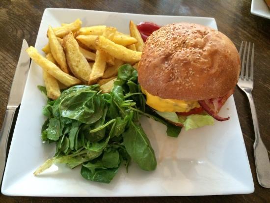 Les Puces des Batignolles: Burger Deluxe!