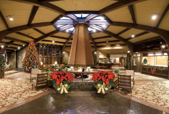 Lodge of  Four Seasons: Lobby