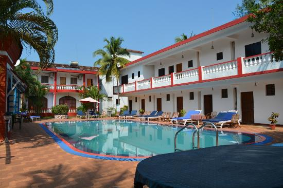 Anjuna Beach Resort: Poolside fun area