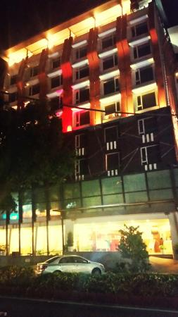 The HQ: Hotel  at night
