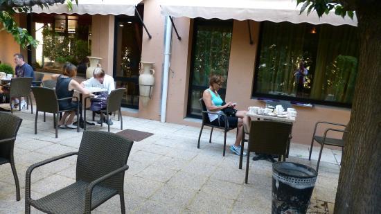 Ibis Avignon Centre Pont de l'Europe : Frokostområdet