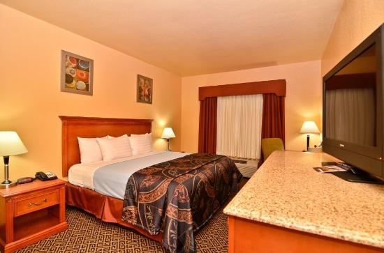 HiWay Inn Express Hotel & Suites of Broken Bow: Guest Room