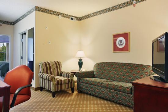 Country Inn & Suites By Carlson, Columbus Airport East: Living Area