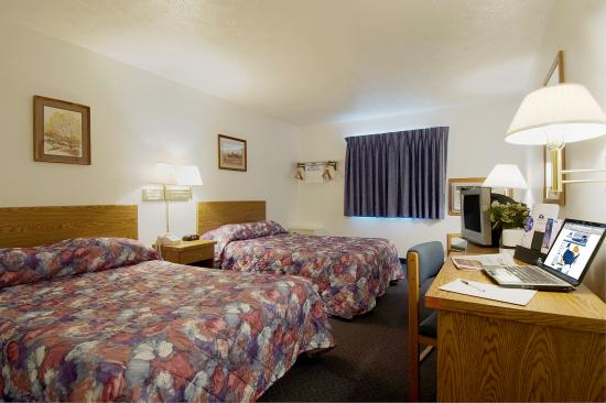 Americas Best Value Inn - Frankfort: Two Double Beds Non Smoking
