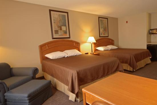 Paola Inn and Suites: Guest room