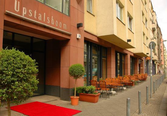 Upstalsboom Hotel Friedrichshain: Hoteleingang