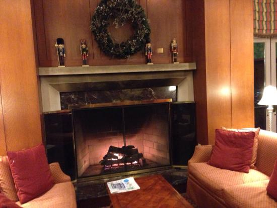 The Inn at Virginia Tech and Skelton Conference Center: Lobby welcome area