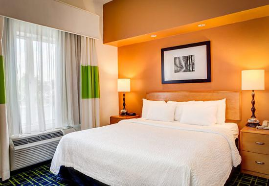 Fairfield Inn & Suites Noblesville: King Suite