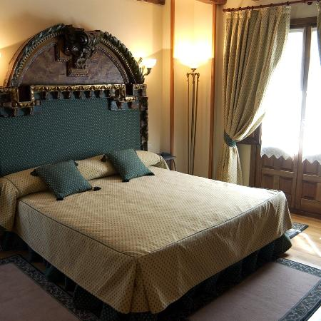 Hotel Alcazar -- Segovia: Room