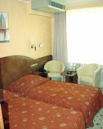 Hotel Carpati: Guest Room