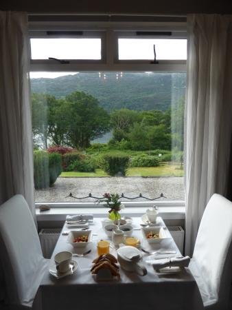 Loch Ness Highland Cottage B&B: A view from our breakfast table