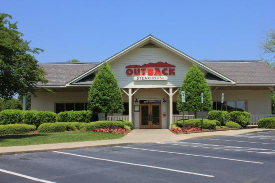 Candlewood Suites Huntersville : Outback Steahouse