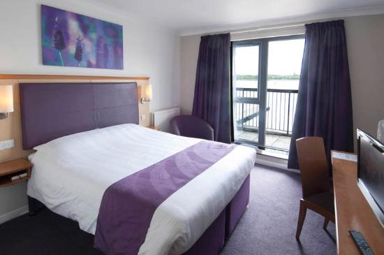 Premier Inn Milton Keynes East (Willen Lake) Hotel : Room