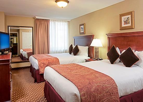 Clarion Collection Hotel Arlington Court Suites: Guest room