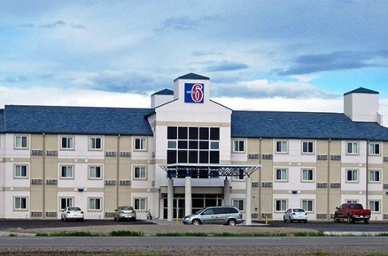 Motel 6 Claresholm: exterior