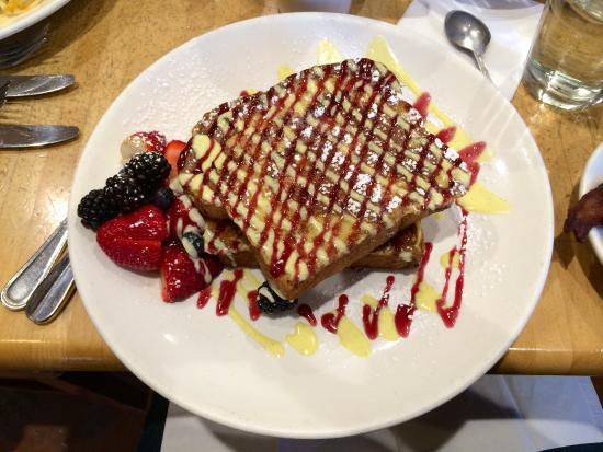 Wildberry Pancakes and Cafe : Berry bliss signature French toast