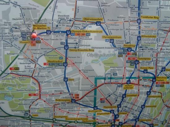 LetoMotel Muenchen Moosach: мозах и центр = 17-20 минут на любом транспорте