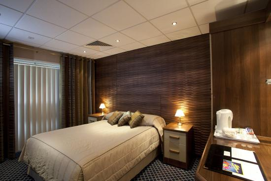 West Ham United Hotel: Double_Room_2
