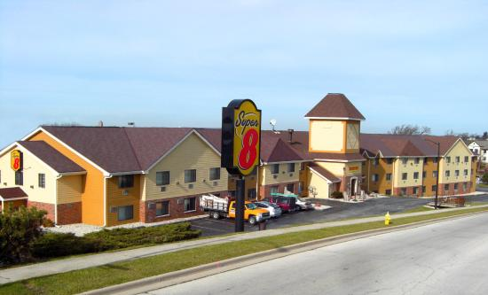 Photo of Super 8 Waukesha