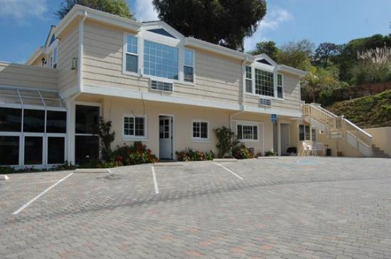 Malibu Country Inn: Exterior