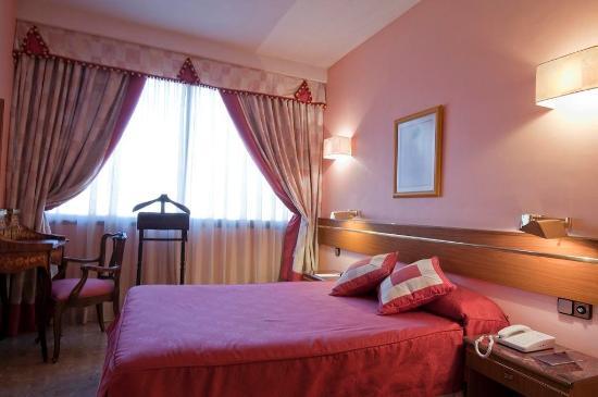Suites Hotel - Foxa 25: Suite Standard Queen Bed