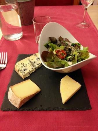 Hotel Restaurant Le Chatel: Assiette généreuse de fromages auvergnats