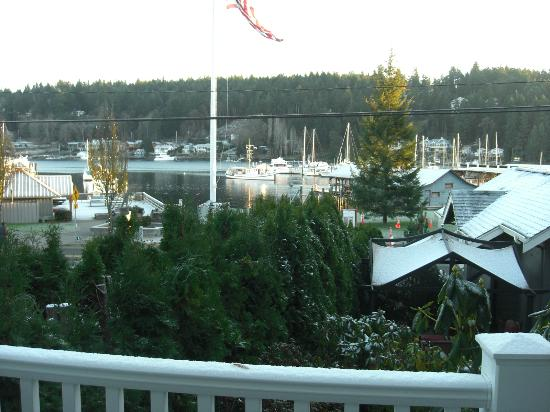 Maritime Inn: view of harbor from deck